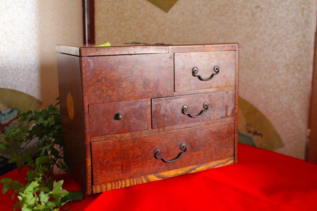 古い時代の作りの良いお品 内側は黒のうるしぬり|木製(くわ)|針箱、裁縫箱 2015-002